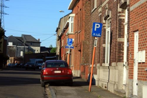 Señales para aparcar encima de la acera