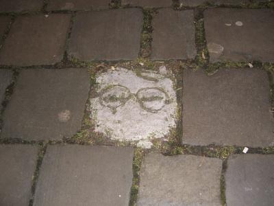 Gafas en el suelo