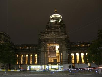 Palacio de la justicia por la noche