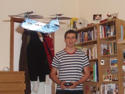 Helicóptero tandem de corcho, ¡yuhu!