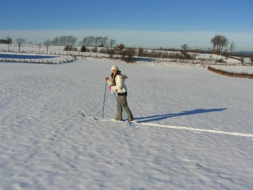 Sarah esquiando